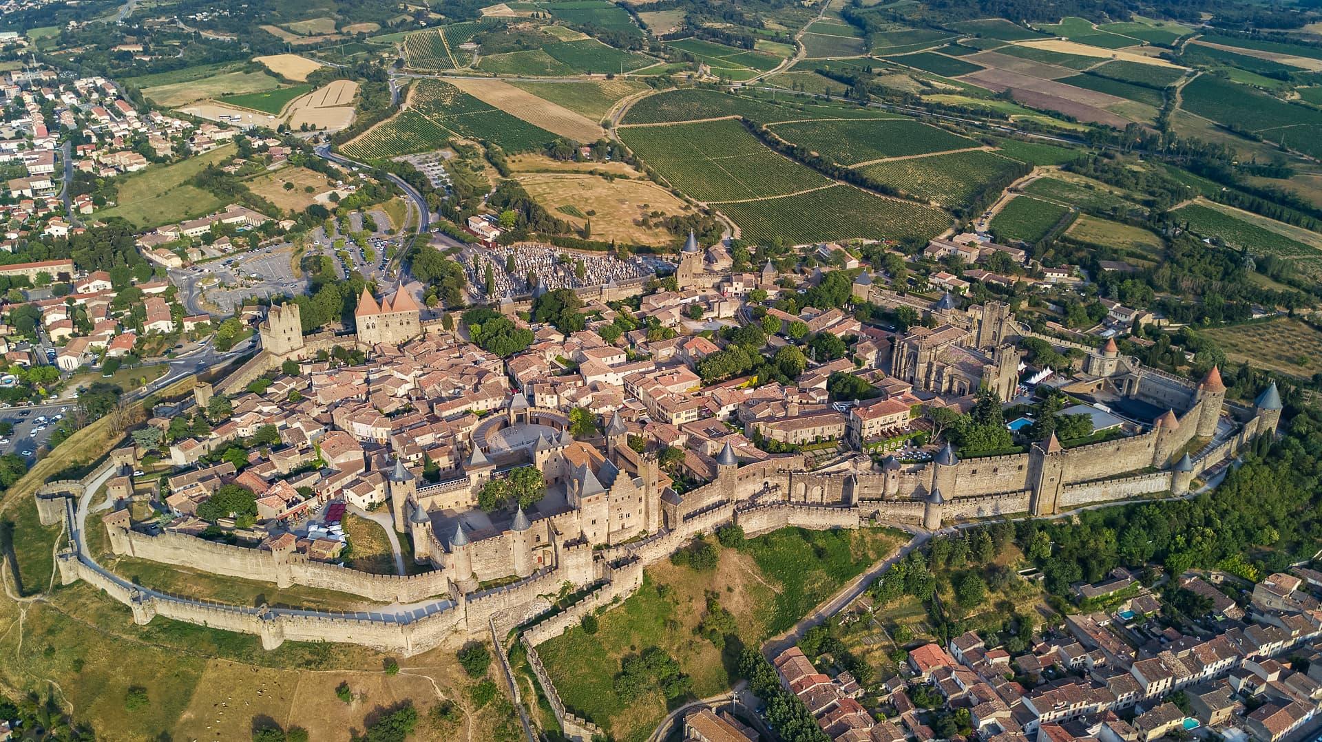 [Image: carcassonne-vue-aerienne-cite-medievale-...0x1078.jpg]